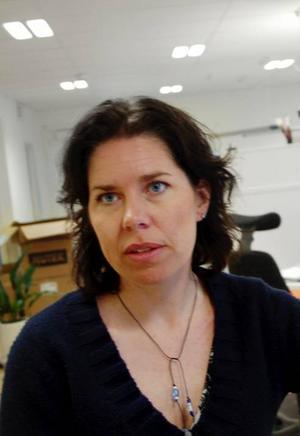 """Annika Lidgren är en av de tiotal anställda på Tillväxtverket som tidigare jobbade på Glesbygdsverket. De utreder ungefär likadana frågor som tidigare men med en skillnad. """"Vi jobbar med tillväxtfrågor. Men det är ett bredare perspektiv. Nu är det inte bara landsbygd som vi tittar på"""", säger hon."""