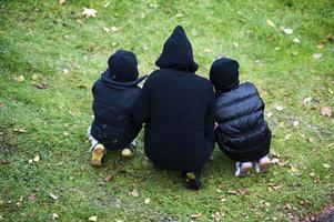 Den 4 juli hämtade mamman barnen vid familjehemmet och de har sedan dess hållit sig gömda.