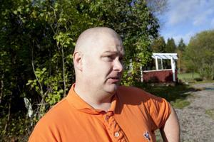 Jörgen Wanke säger att han kommer bli ytterst försiktig när han tränar sina hundar om varg placeras i området.