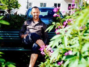 Mostafa Touil har bott i Ljusdal i sju år och brinner för att hjälpa invandrare att hitta rätt i det svenska samhället.