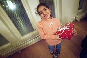 6-åriga Fatima Majeed hoppades på smink i paketet. Hela tre stycken hann hon få under kvällen.
