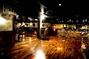 Här var tidigare förråd. Nu är det krogen Harrys källare med pub och nattklubb.