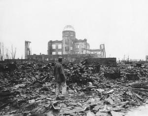 6 augusti 1945 fälldes en atombomb över Hiroshima.