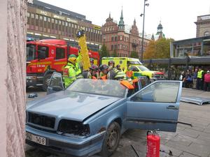 Räddningstjänst och ambulans samarbetade med MHF vid den fingerade olyckan.