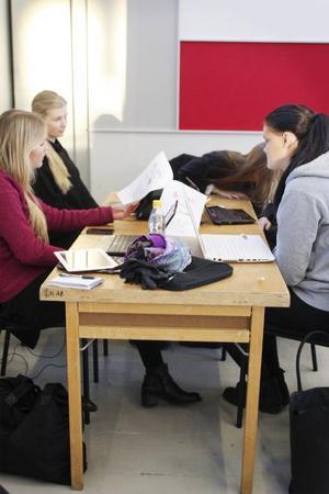Sunna Harvard, Lotta Flood, Jenny Forslund, Alma Julin och Emma Jonsson är ett av lagen i Camp Creative.