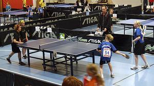 Tova Zarins och Linnéa Wallgren Johansson i dubbelmatchen mot Hälsingland.