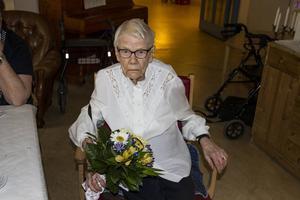Gunborg Eriksson blev firad på Gärdegårdens äldreboende.