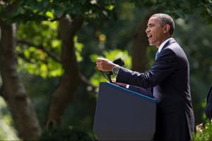 Nu gör Obama det som Bush gjorde i Irak 2003, en militär intervention utan stöd i FN:s säkerhetsråd. Foto: Evan Vucci/Scanpix