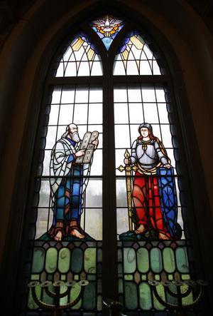Moses med lagens tavlor som fönsterdekor.