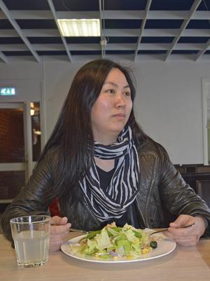 Flyktingförläggningen i Viskan. Ling Luo, boendepersonal.