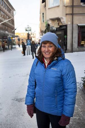 Magdalena Hemmingsson, 56Bor: FjällhalsenArbete: Driver restaurangen i Fjällhalsen– Jag äter nyttigt, mycket grönsaker och lite mindre kolhydrater, nästan LCHF. Sedan försöker jag röra på mig. Jag går på snöskor och åker alpint, oftast i Bydalen. Jag har precis köpt grejer så jag kan göra medicinsk yoga som jag ska prova också!