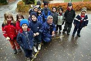 Foto: LASSE WIGERT Omtyckt. Vaktmästaren Stefan Andersson vill barnen på Jungfruholmen ha kvar.