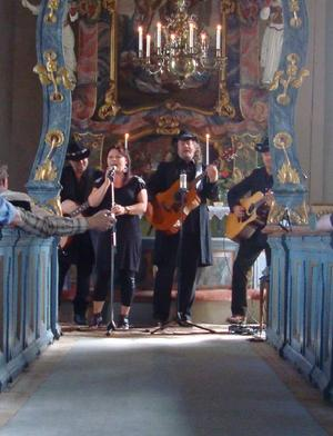 One58 avslutade årets countryfestival med en spelning i Vemdalens kyrka.