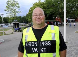 """Allt-i-allo. Lasse Eddebring är ordningsvakt under Power Meet, men han är även allt-i-allo. """"Vi försöker hela tiden ligga steget före för att motverka olyckor. """""""
