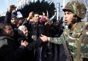 Lyckas Tunisien kan revolutionen spridas snabbt, spår Kennet Lutti i dagens ledare. Men motståndet kommer att bli starkt från krafter utanför och inne i landet.