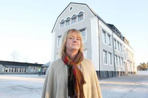Tina Svensson Hammargård, rektor på Norra skolan i Sveg, flyttar tillbaka skolavslutningen till Svegs kyrka.