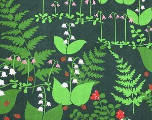 Anneli Airikka-Lammi är en framgångsrik textilkonstnär från Finland som även har samarbetat med svenska företag, som Borås Wäfveri och Almedahls. Här hennes tyg