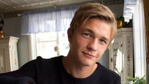 Adam Eriksson, från Norberg, har fått nöta bänk de två första matcherna i Gais.