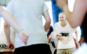 Julia Snive har dansat och lärt ut dans i flera år. Under senaste läsåret har hon kombinerat studier på Afrikalinjen på Birka folkhögskola med att lära ut dans på kvällarna.