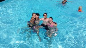 Denna härliga bild tog jag en varm dag i somras.Erica, Jimmy,Max och Sara.
