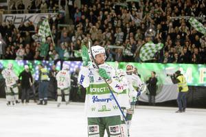 Sjöström tackar publiken efter semifinal 4 mellan Västerås och Hammarby 8 mars 2014 i ABB Arena.