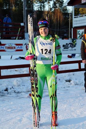 En nöjd Johanna Skottheim efter guldet i söndagens distanslopp.