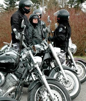 På två hjul. Några från Yamahaklubben i Örebro tog vårens första tur till Motordagen i Fellingsbro.