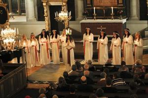 Nordanstigs Lucia med sitt följe sjöng både unisont och flerstämmigt.