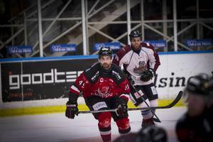 HHC-kaptenen slog i bromsen efter att ha känt av tidigare hjärnskakningar på hockeyrinken.
