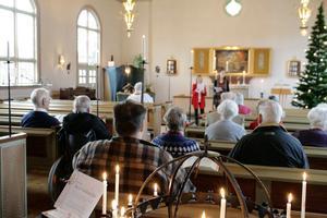 Stämningsfull julafton i Krylbo kyrka.