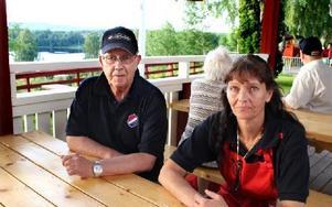 Lars-Göran Ljungdahl är ansvarig för Kvarnsveden IF och deras övertagande av Mellstaparken. Susanne Karlsson är campingvärd och jobbar också i restaurangen. Foto: Bengt Pettersson