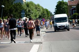 308234d643c Masergatan är den i särklass hårdast belastade gatan i Borlänge under Peace  & love. Här