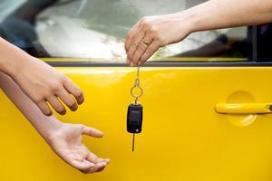 Kolla priser och villkor noga när ni hyr bil. Inte bara kostnaden skiljer mycket utan också självrisken vid skador eller stöld.