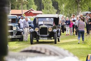 Många veteranbilar fanns på plats på Skogens dag i byn Fluren.