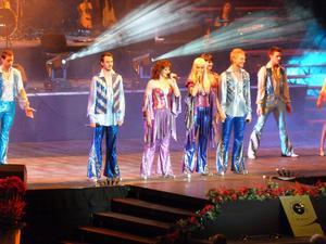 Melodifestivalen هو منافسة سنويّة في الموسيقى على نطاق البلد