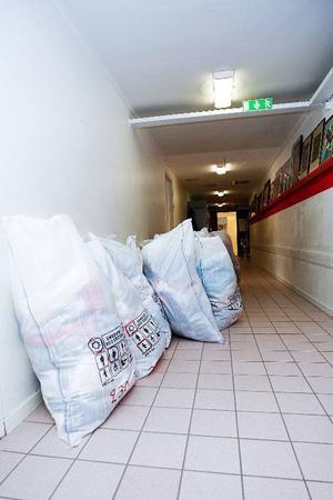 Klädinsamling har varit en stor del av Röda Korsets hjälpverkssamhet i länet. Man har också, längre tillbaka i tiden, lånat ut kor till fattiga bönder, drivit kikhoste-flyg, drivit fältsjukhus i till exempel Fanbyn och anordnat matdistribution under kriget.
