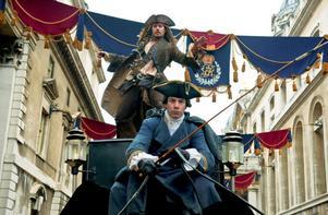 """Johnny Depp är tillbaka som Jack Sparrow – nu på jakt efter ungdomens källa, i """"Pirates of The Caribbean – I främmande farvatten""""."""