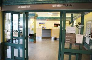 SJ:s resebutik i Östersunds centralstation läggs ned den sista mars. Förhandlingar pågår med andra aktörer som kan rädda biljettförsäljningen över disk.