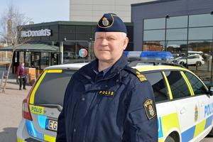 Kommunpolis Erik Gatu beklagar flytten av medborgarkontoret.