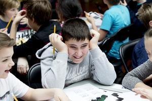En delgren för de cirka 240 lagen handlade om att lösa schackuppgifter. Peter Petrus från Wasaskolan hade hjälp av sina lagkompisar från Haninge.
