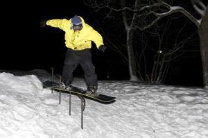 Glidare. Räcket (railet) vid Fryx är en omtalad åkplats bland brädfanatiker. Här gör Här gör Thomas Lagerby, 15, en