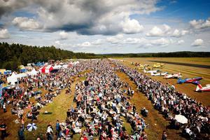 För tre år sedan kom det runt 38 000 besökare till Flygfesten. I år hoppas arrangörerna på 40 000.