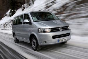 Den klassiska folkabussen har förvandlas till en jättelik limousin. Dessvärre har prislappen utvecklats i samma riktning. Nya VW Multivan är inte en bil för folket. Den fyrhjulsdrivna provbilen med dieselmotor och DSG-växellåda kostar 419 000 kronor.