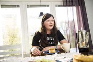 Efter olyckan i England 2008 har Anette Rehn i dag tränat upp både tal och motorik igen, även om det tar tid att hitta vissa ord ibland.