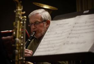 Evan Berjlund spelar klarinett i bruksorkestern.