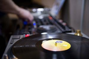 85 procent av all såld musik är strömmad – men även den gamla hederliga vinylen ökar. Arkivbild