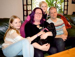 När allt var som dystrast under och efter sjukdomen trodde Ida Berner att hon aldrig skulle få en familj. I dag har hon döttrarna Matilda, tio år, Stina, sex år, maken Robert och hunden Zelma.