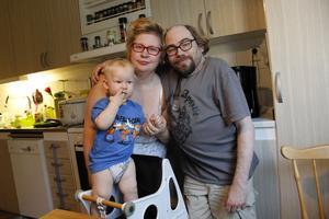 Hela familjen med 13 månader gamle Zacharias, hustrun Anna-Therese (Kallas AT) och så Christian Andrén.