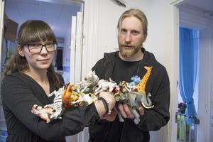 Klurigt. – Det är som en djungel, säger Kajsa Dufbäck och Sebastian Mårtensson från Naturskyddsföreningens kemikalienätverk. Deras råd om man är osäker är att fråga butiken där leksakerna är köpta. Butiken måste svara inom 45 dagar.