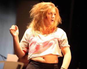 Maja Myra Backéus bjöd på ett fartfyllt dansnummer som hon själv skapat